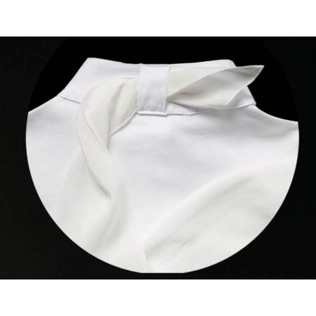 Polo de manga corta con cuello mandarín y lazo de seda